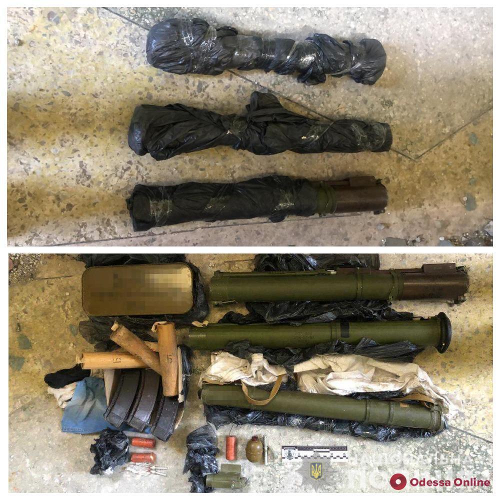Под Одессой полицейские нашли арсенал оружия и боеприпасов