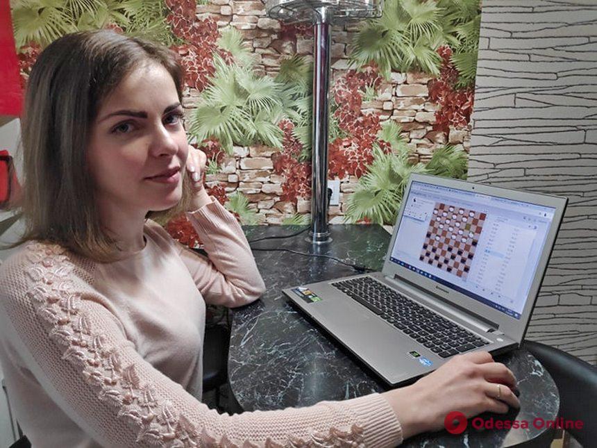 Одесситка успешно выступает в составе сборной Украины в онлайн-турнире по международным шашкам