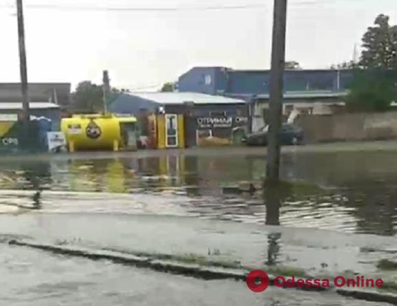 Ночной ливень затопил улицу Химическую (видео)