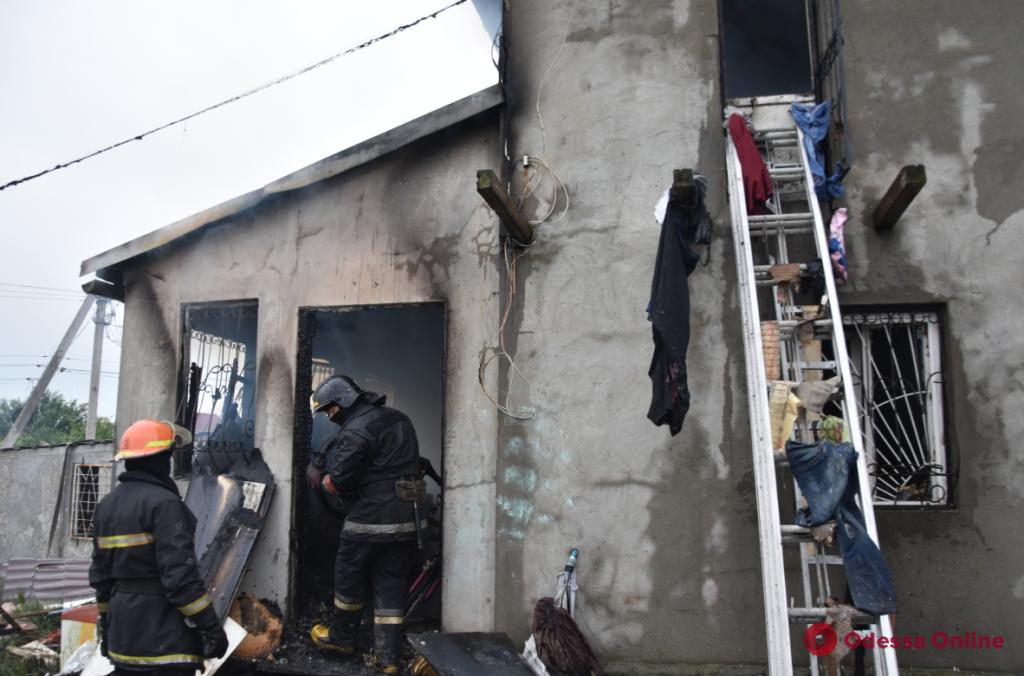 Под Одессой тушили двухэтажный частный дом (фото)
