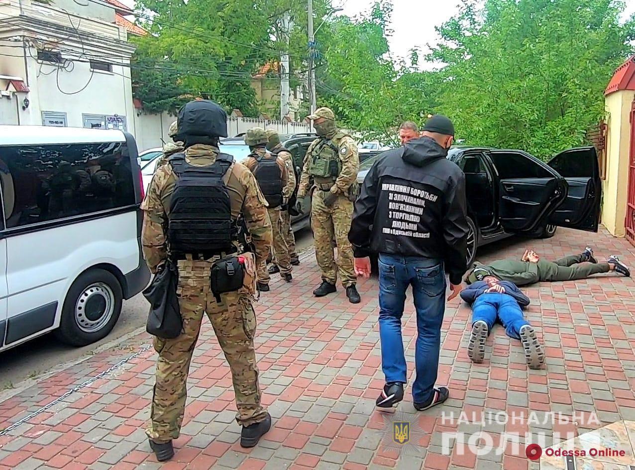 В Одессе ликвидировали «реабилитационный центр» для алко- и наркозависимых (фото, видео)