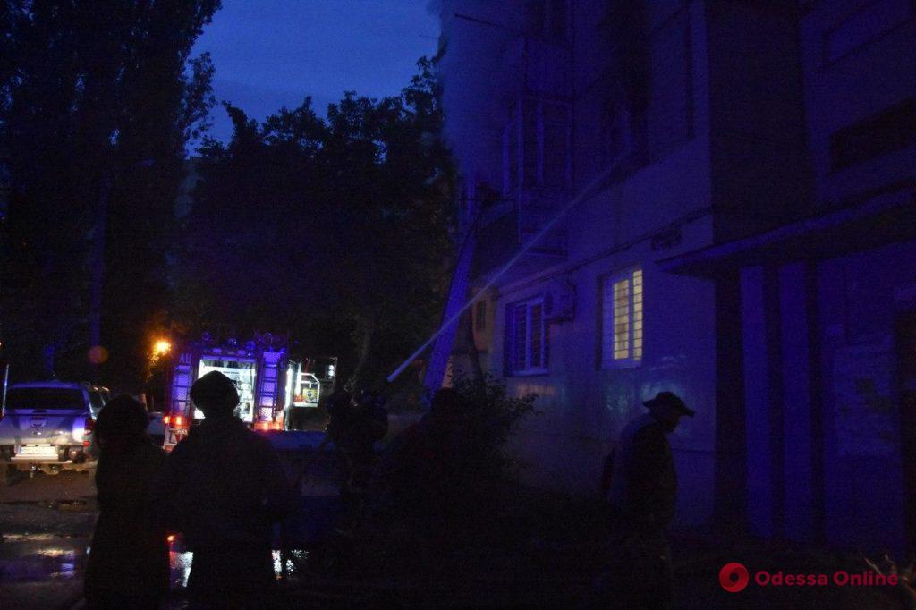 На поселке Котовского произошел пожар в девятиэтажке (видео)