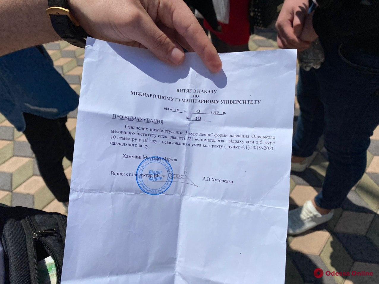 Скандал: студентов-медиков 5-го курса МГУ отчислили из-за несданного два года назад экзамена «КРОК-1»
