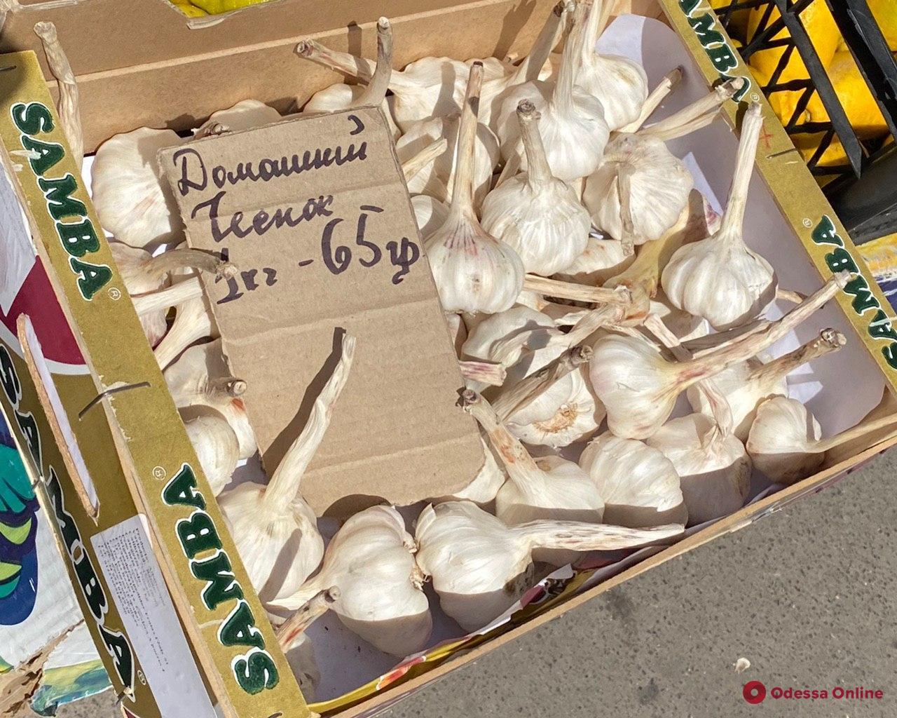 Клубника, персики и черешня: воскресные цены на одесском «Привозе»