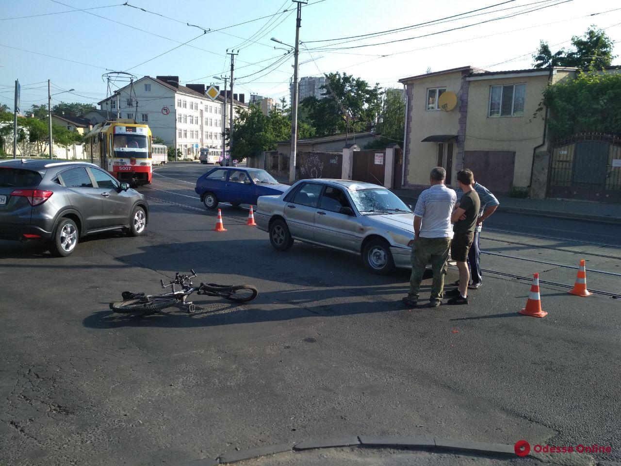 В Одессе Mitsubishi сбил велосипедиста
