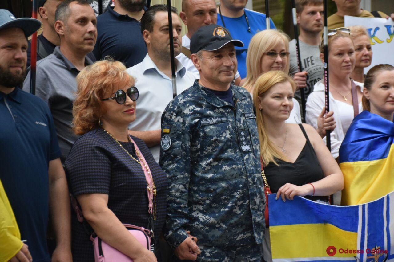 Одесситы собрались под штабом ВМС, чтобы поблагодарить Игоря Воронченко