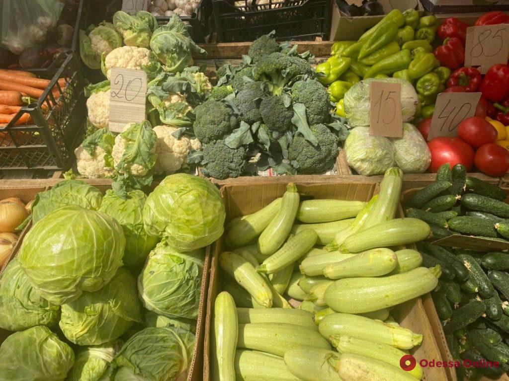Кукуруза, вишня и цукини: актуальные цены на одесском «Привозе»