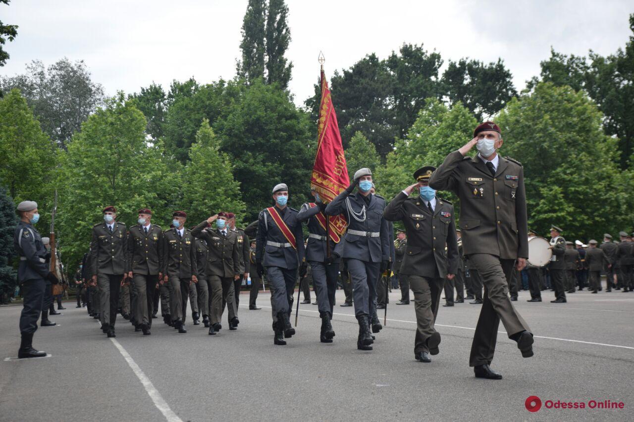 В Одессе состоялся торжественный выпуск курсантов Военной академии (фото)