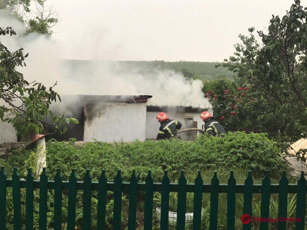 Одесская область: во дворе частного дома сгорела пристройка