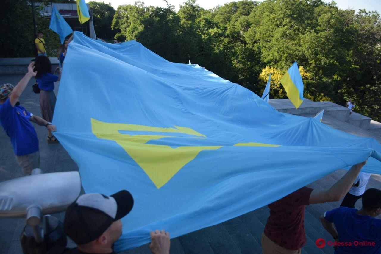 В Одессе День крымскотатарского флага отметили автопробегом (фото, видео)
