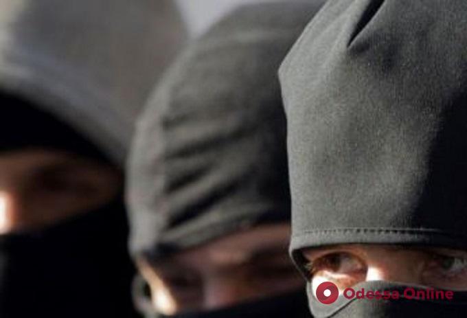 В Одесской области разбойники ворвались на предприятие, связали охранника и украли удобрения