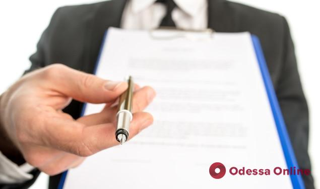 В Одессе учителей-пенсионеров переведут на годовые трудовые контракты