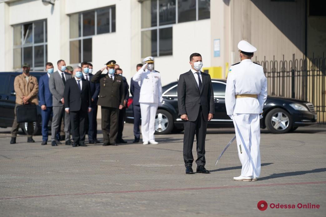 Зеленский: Украинские моряки получат более 70 квартир