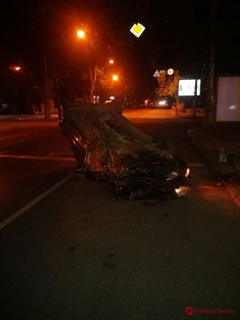 В ночном ДТП в центре Одессы пострадал мужчина