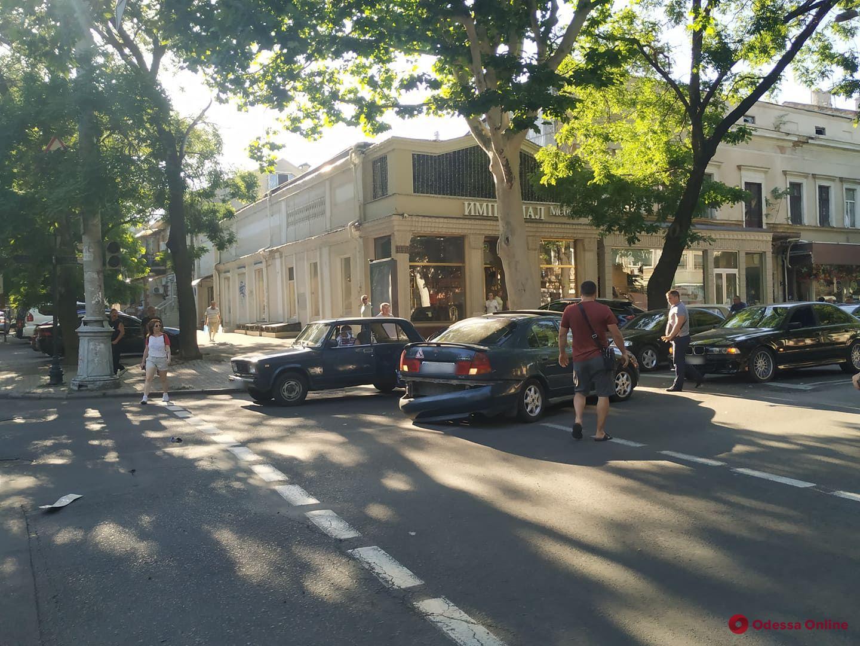 В центре Одессы столкнулись четыре авто