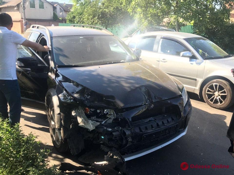 В ДТП на Кордонной пострадали два человека