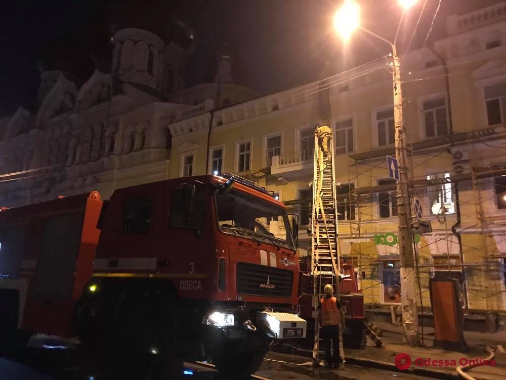 На Пантелеймоновской ночью горел трехэтажный жилой дом