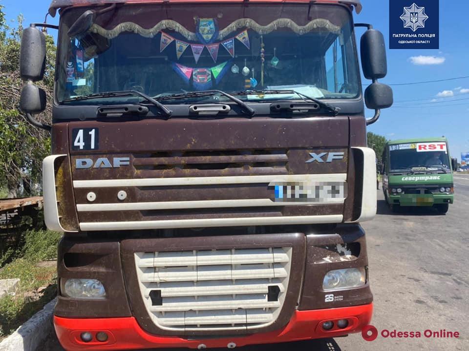 На въезде в Одессу патрульные задержали причастный к смертельному ДТП грузовик