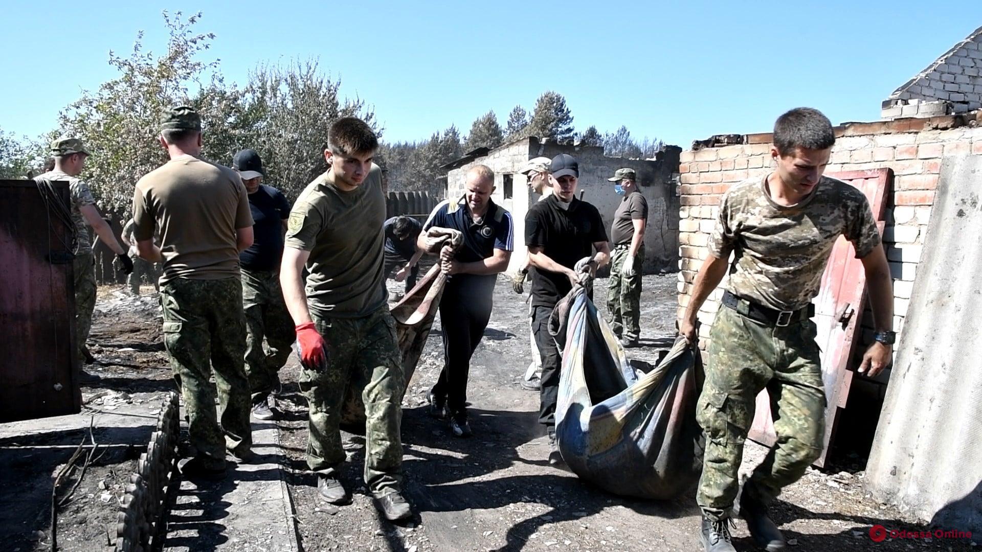 Курсанты Одесского университета внутренних дел участвуют в ликвидации последствий пожаров в Луганской области (фото)