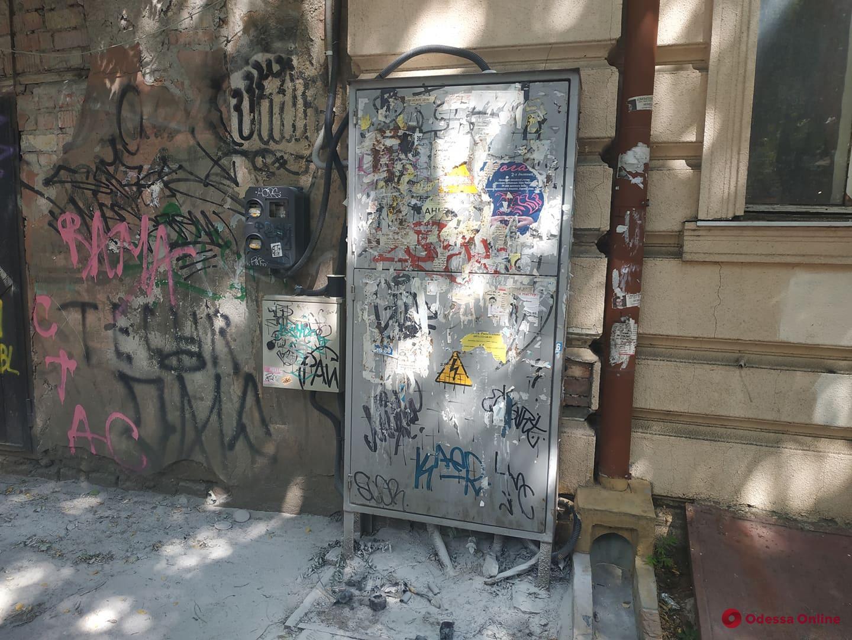 На Александровском проспекте из-за горевшей электрощитовой обесточен ряд домов