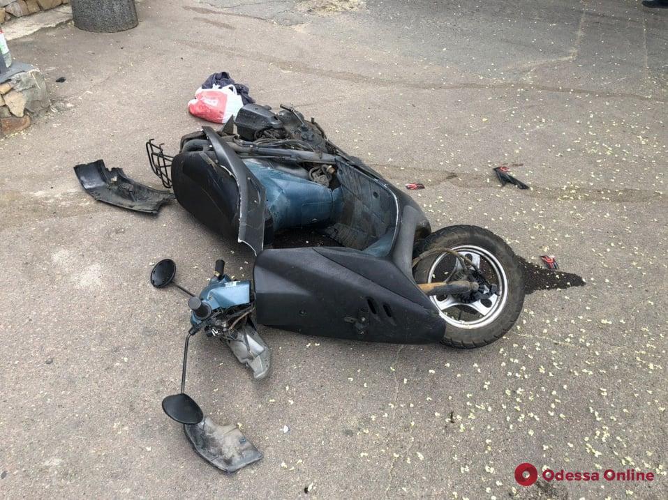 В ДТП на Дальницкой пострадал мопедист