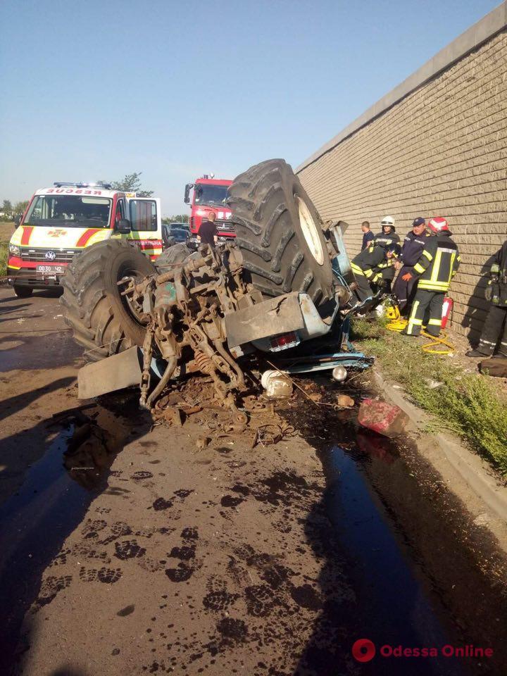 На трассе Одесса — Киев трактор упал с моста