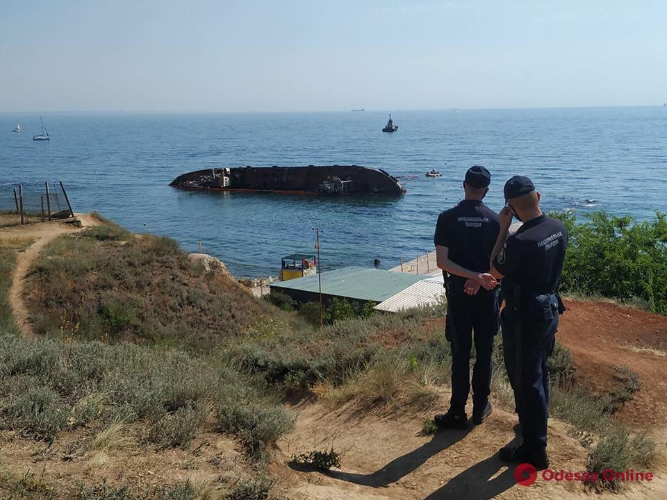 В Одессе готовятся к подъему танкера «Делфи» (фото, обновляется)