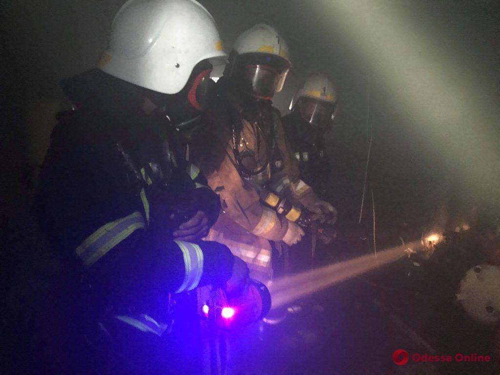 В центре Одессы тушили пожар в четырехэтажке