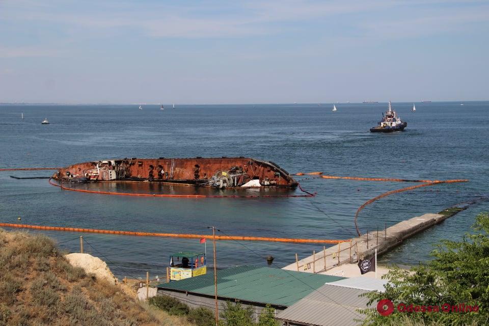 Очередная попытка поднять танкер Delphi закончилась неудачей (фото)