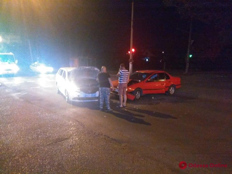 На поселке Котовского две легковушки не поделили дорогу