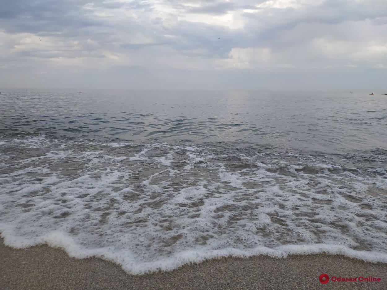 На пляже в районе 15-й станции Фонтана умерла 80-летняя женщина