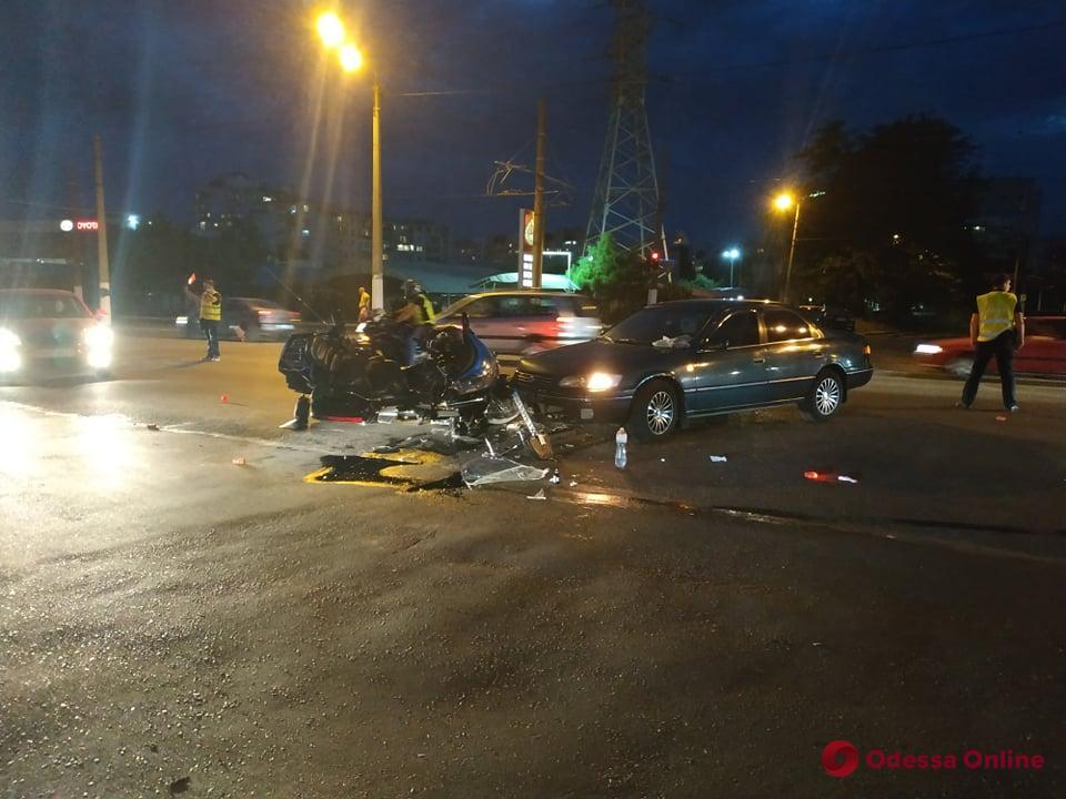На Таирова в ДТП пострадал мотоциклист (фото)