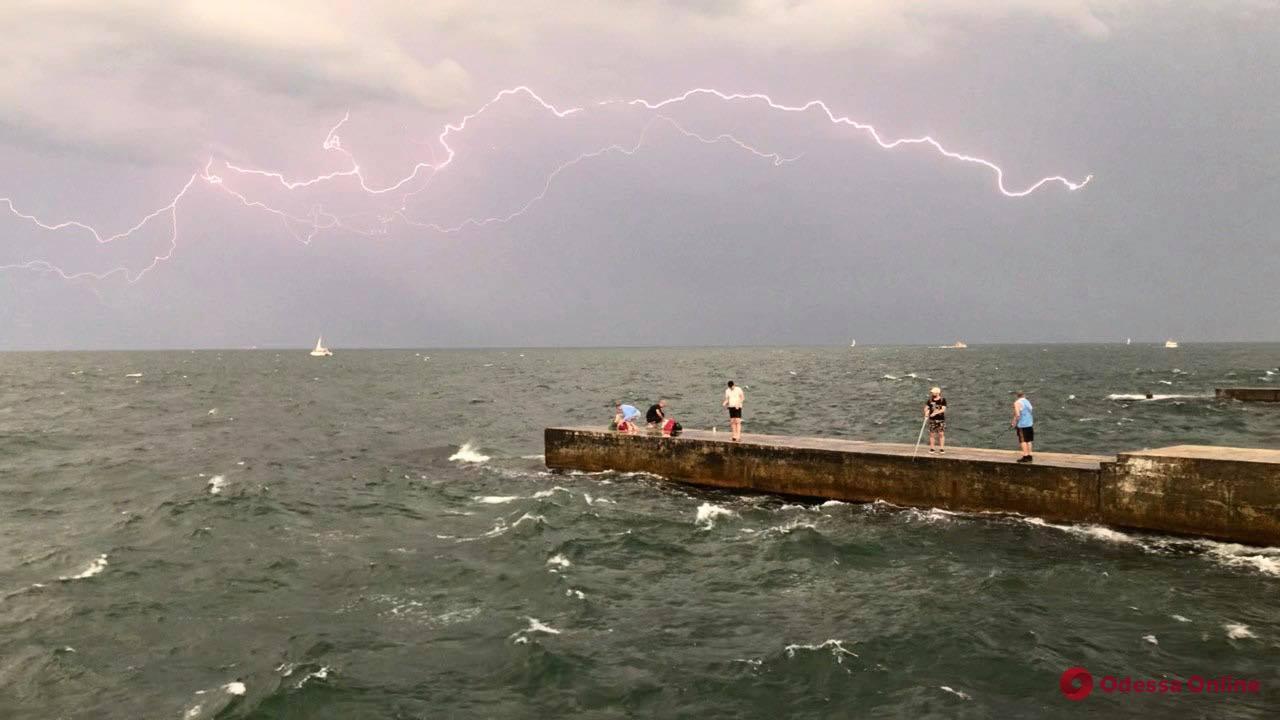 В Одессе и области объявили штормовое предупреждение