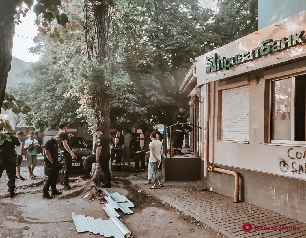 Одесса: в отделении банка тушили пожар