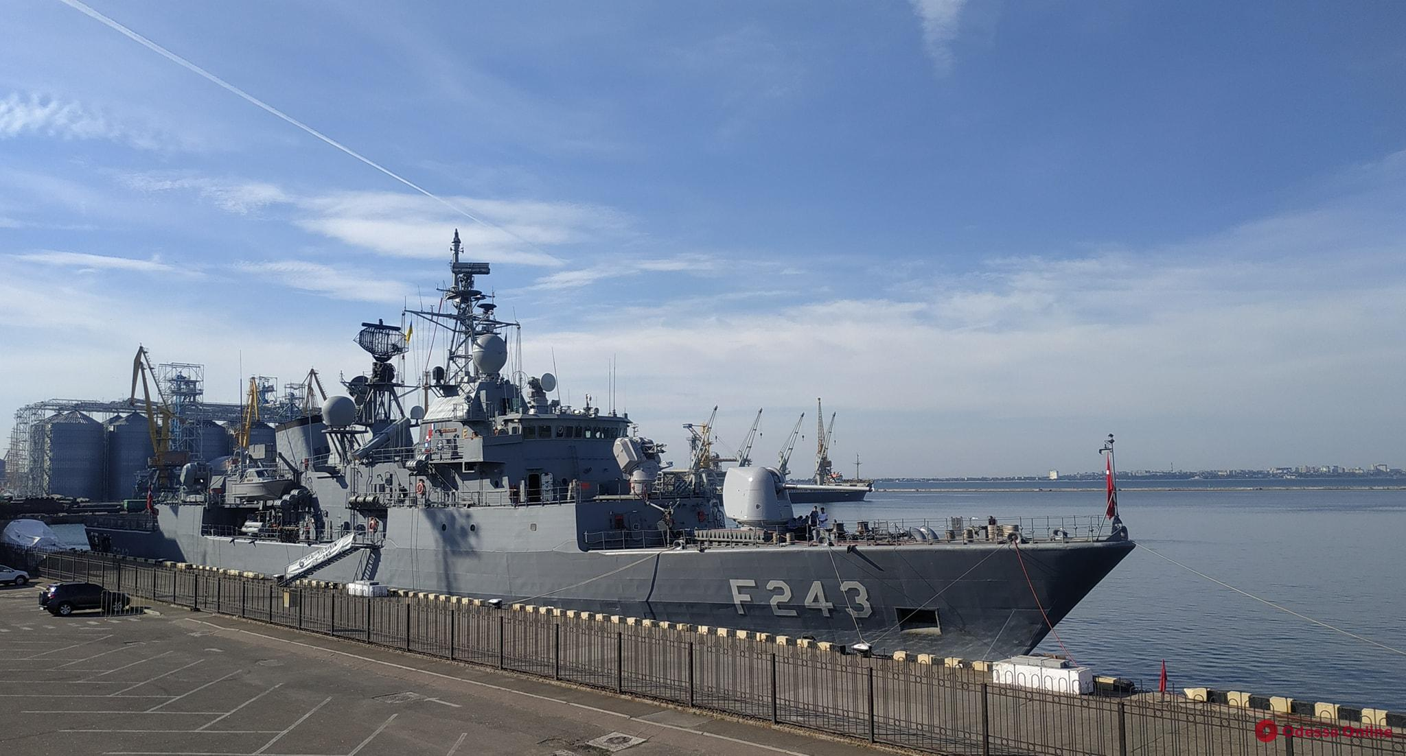 Пять кораблей НАТО зашли в порт Одессы