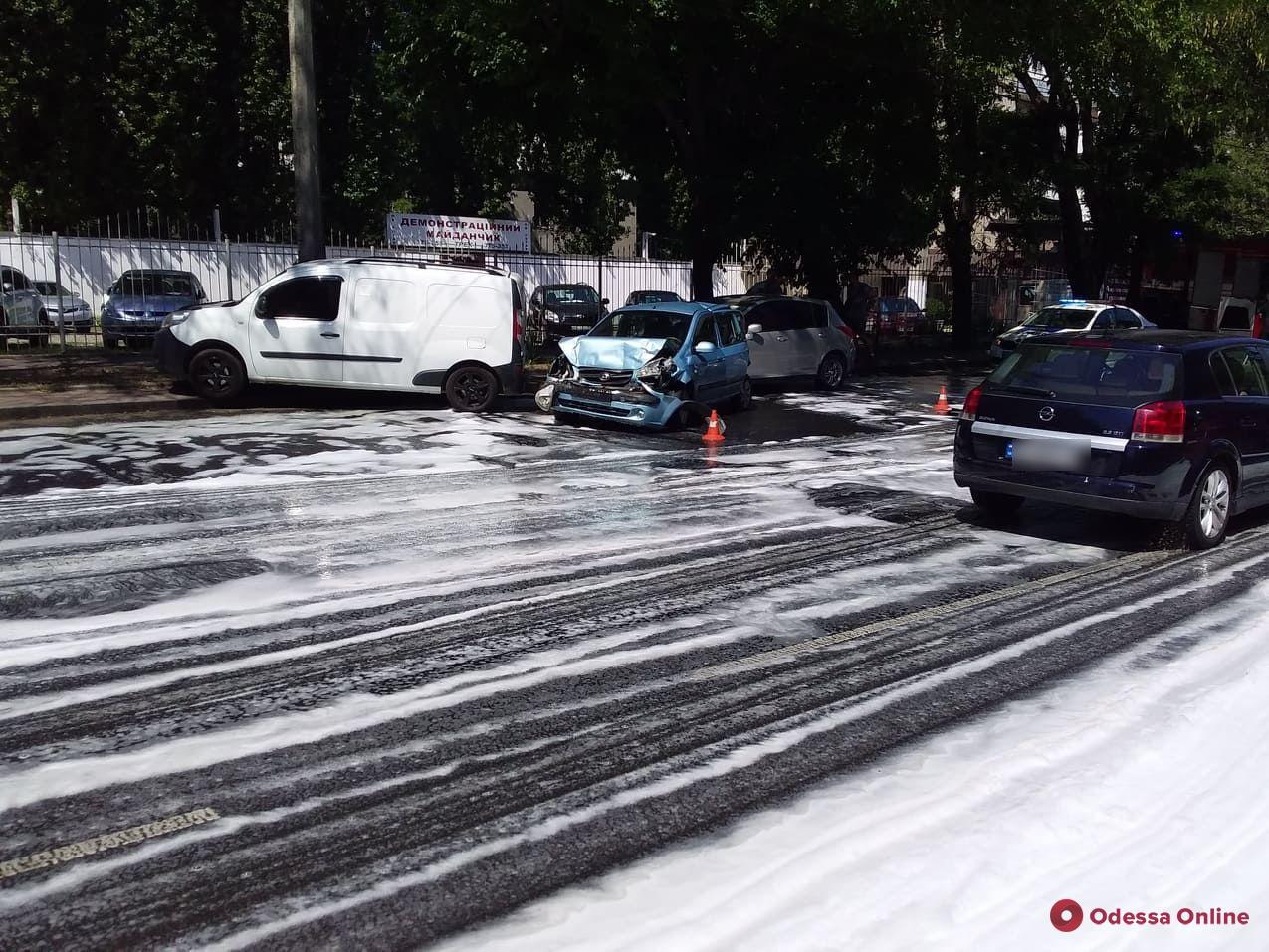 Из-за тройного ДТП на Святослава Рихтера образовалась пробка (фото)
