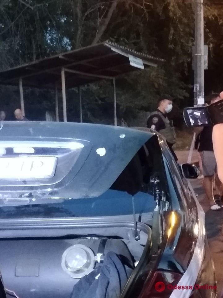 В Одессе на Ленпоселке полиция провела задержание со стрельбой (фото и видео)