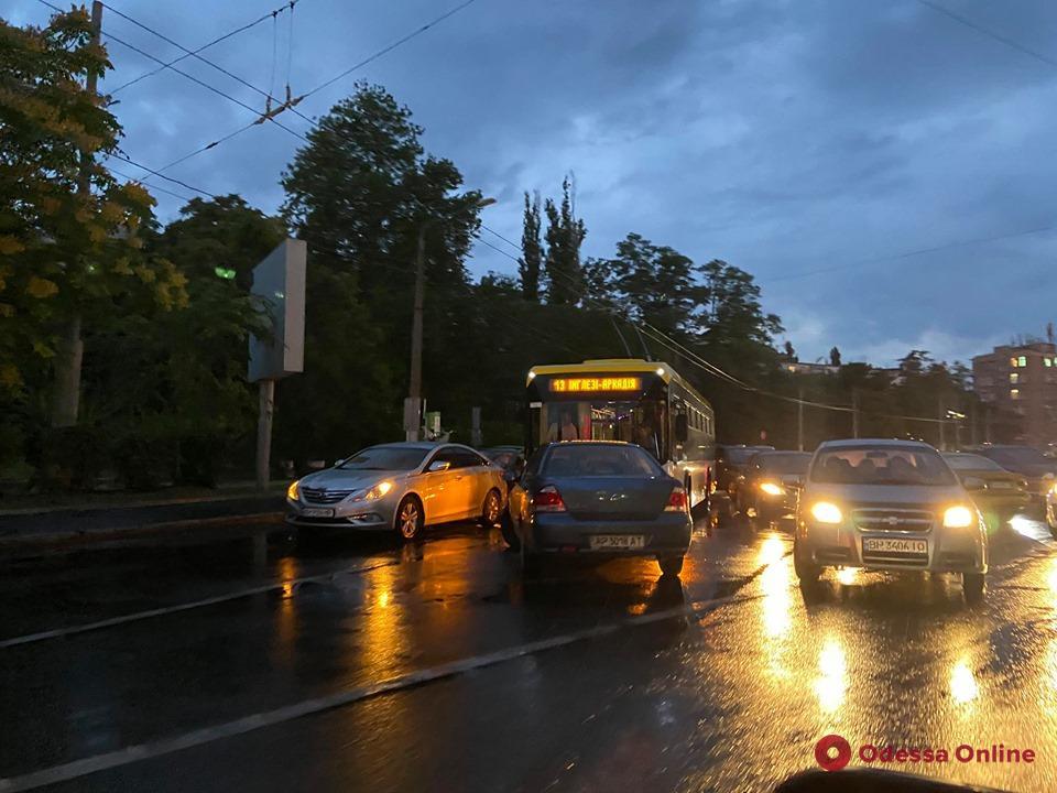 Из-за ДТП на площади 10 апреля затруднен проезд в сторону Аркадии