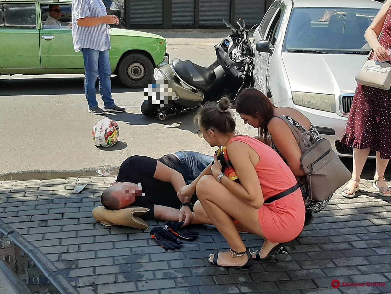 В ДТП поселке Котовского серьезно пострадал скутерист (фото)