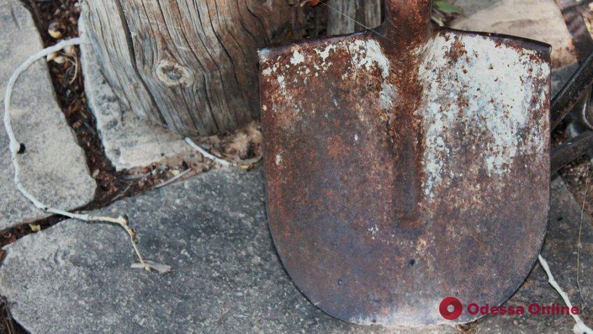Житель Одесской области убил знакомого лопатой и пытался сжечь тело