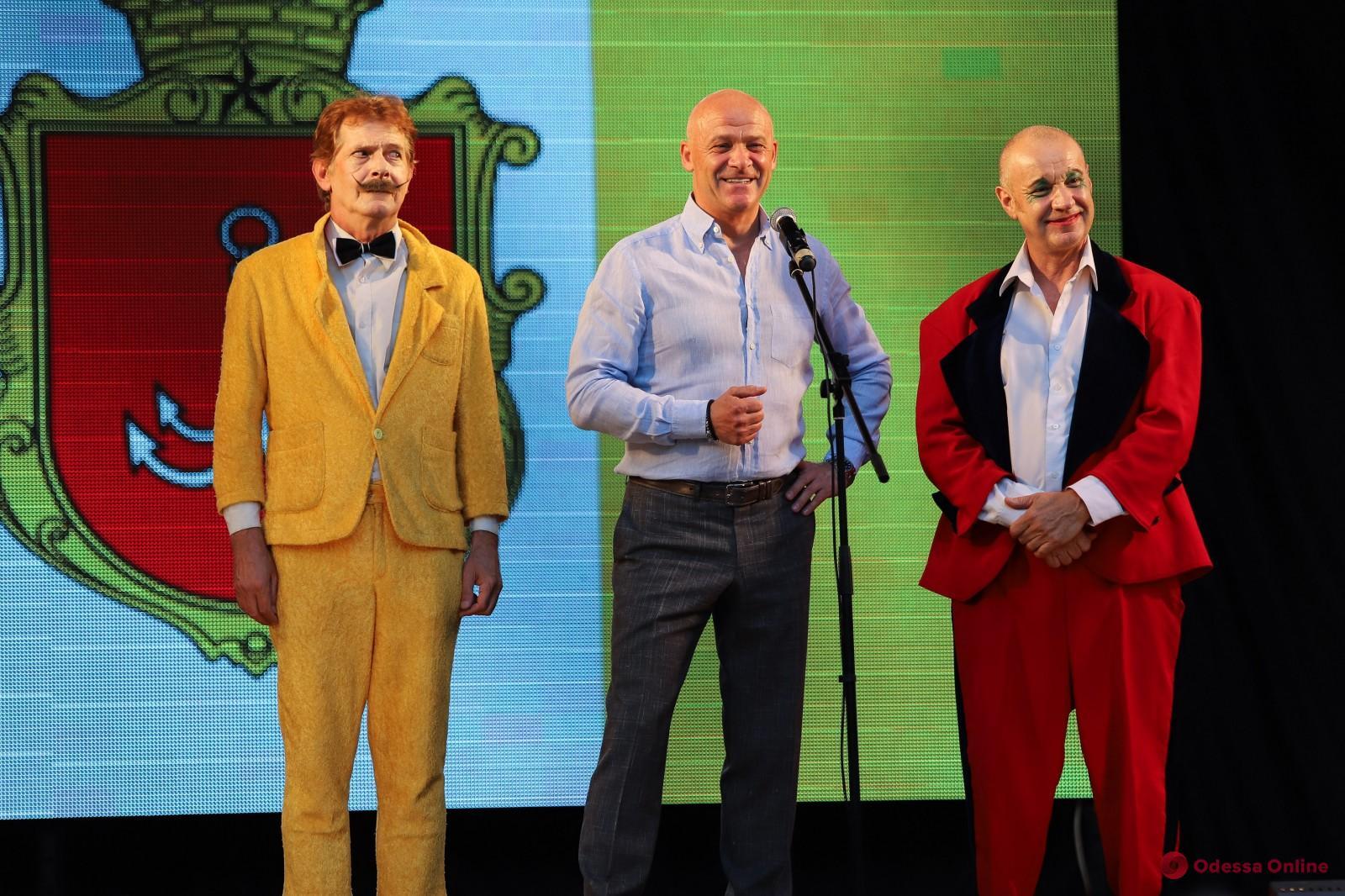 «Атака клоунов»: в Летнем театре Горсада стартовал сезон спектаклей (фото)