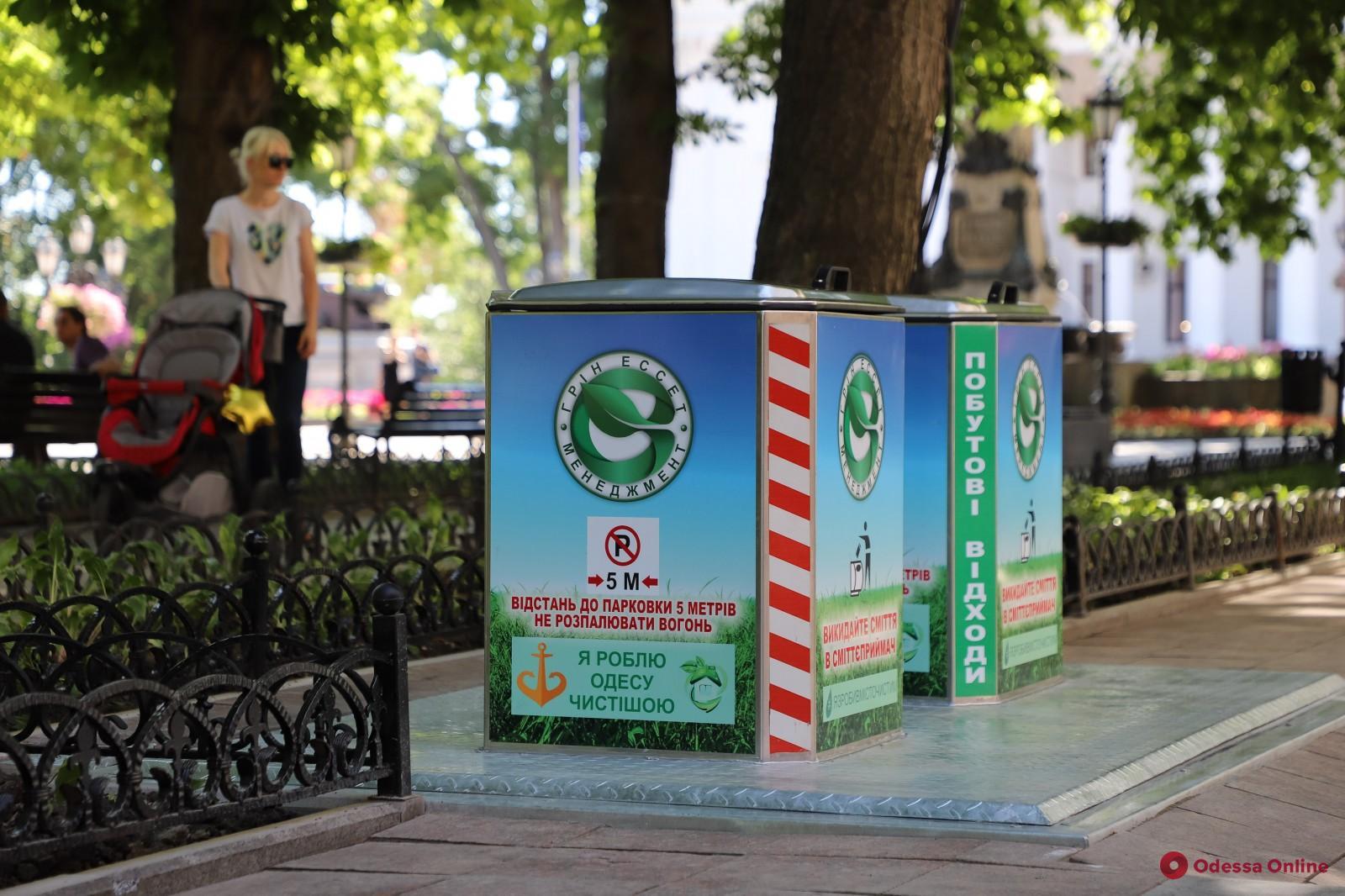На Приморском бульваре установили восемь подземных мусорных контейнеров (фото, видео)