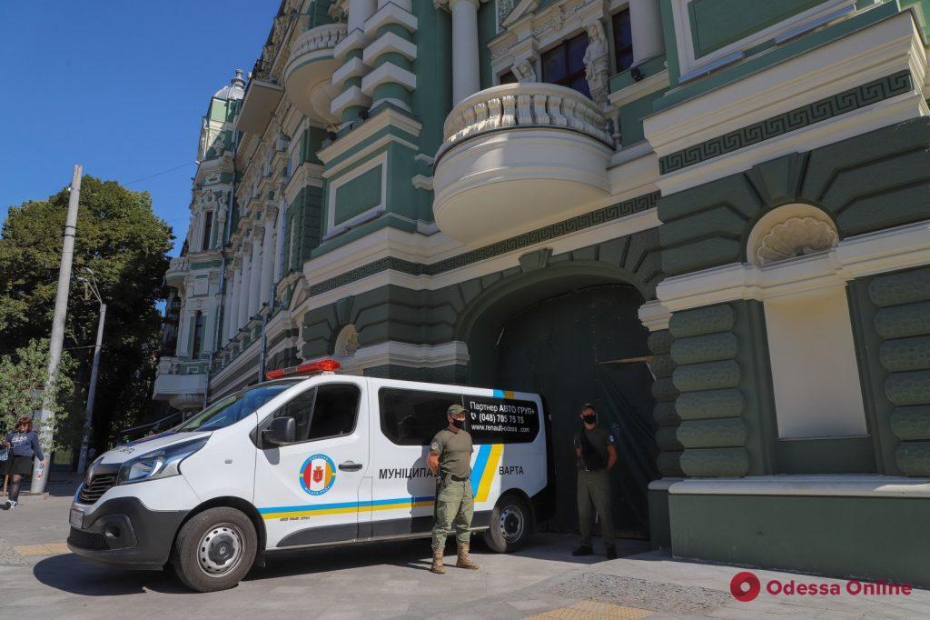 Во дворе и помещениях дома Руссова остановили незаконное строительство (фото)