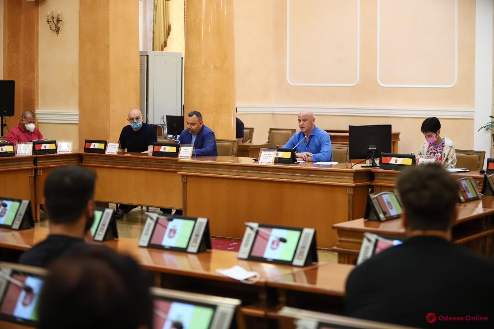 Геннадий Труханов попросил рестораторов соблюдать карантинные меры