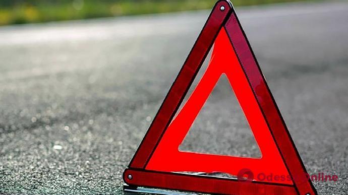 В Одесской области ВАЗ врезался в электроопору — пострадал водитель