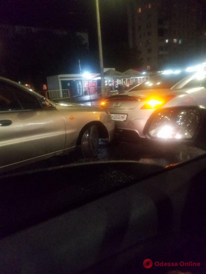 В Лузановке произошло ДТП с участием такси (фото)