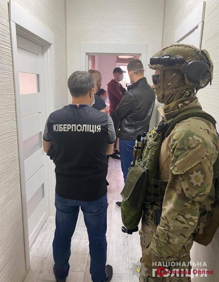«Заработали» свыше полумиллиона: в Одессе поймали члена банды интернет-мошенников