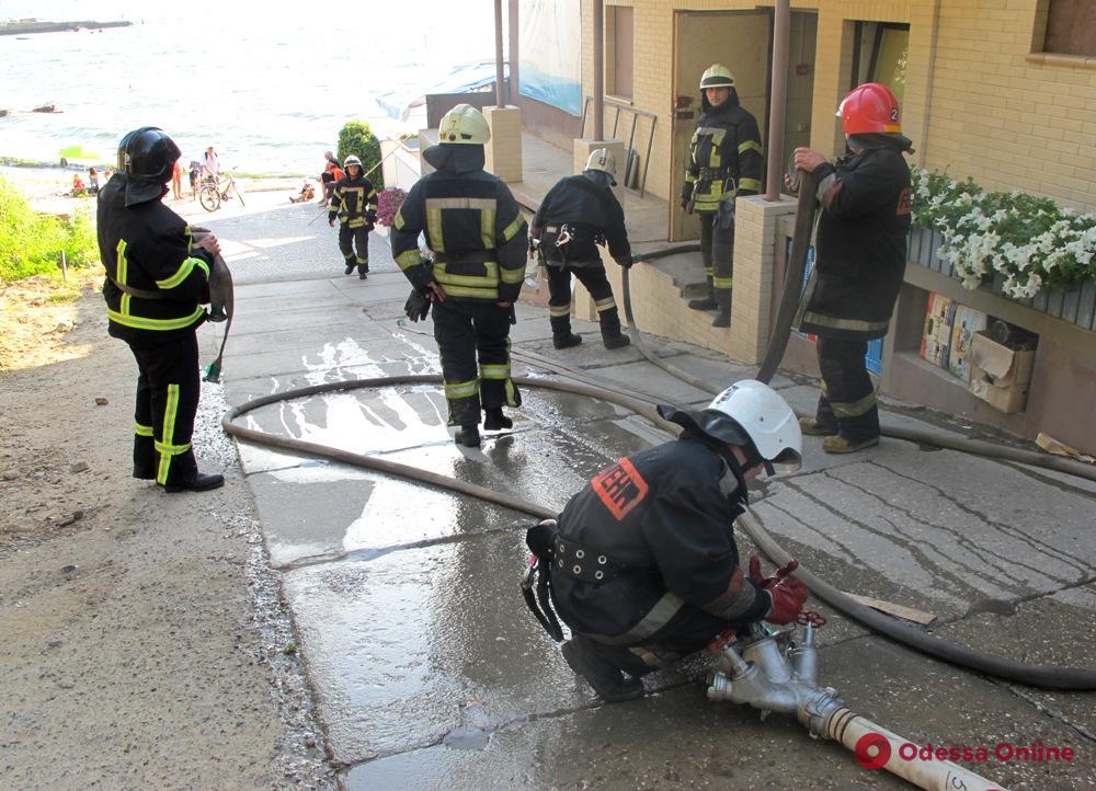 В Одессе едва не сгорело популярное прибрежное кафе