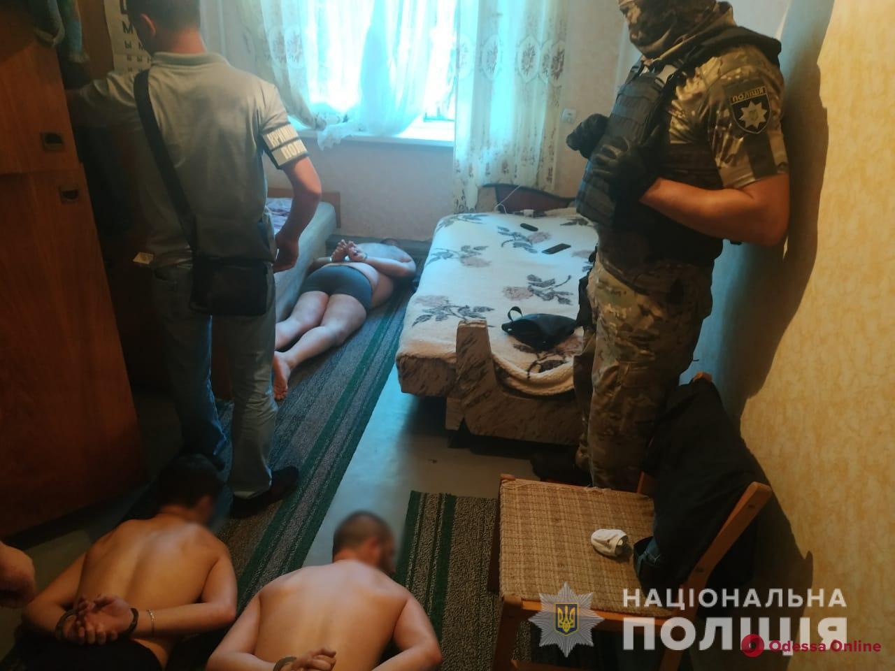Забрали документы и 10 тысяч евро: в Одесской области задержали разбойников