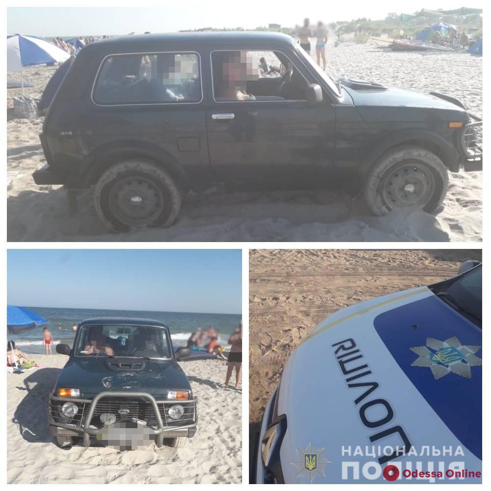 В Одесской области пьяная автоледи разъезжала по пляжу и едва не задавила отдыхающих